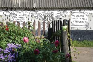 Artist mural on Sawicki's barn. (Image: Dimiter Kenarov)