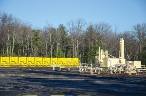 The shale gas boom in Pennsylvania has resulted in drilling in the midst of agricultural, forest, and even residential areas. Well pads, such as this one, are common. (Image: Dimiter Kenarov)